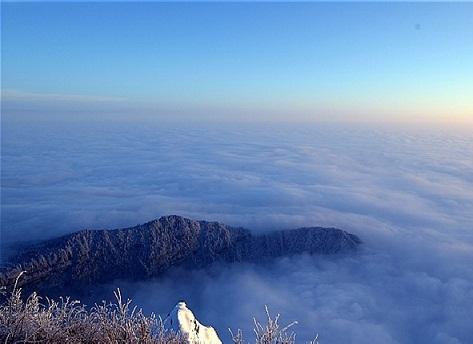 峨眉山日出云海佛光       峨眉山风景区于1996年12月6日被列入了