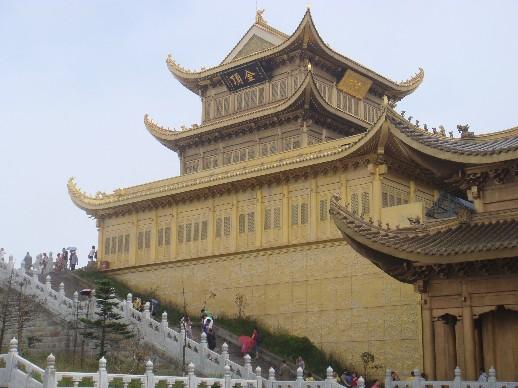 主要建筑金顶,银殿,自然景观日照金佛,峨眉山云海,峨眉山日出等.